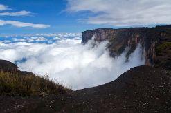 800px-Roraima_cliffs1