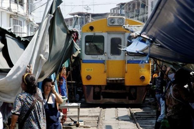maeklong-railway-market-14[2]