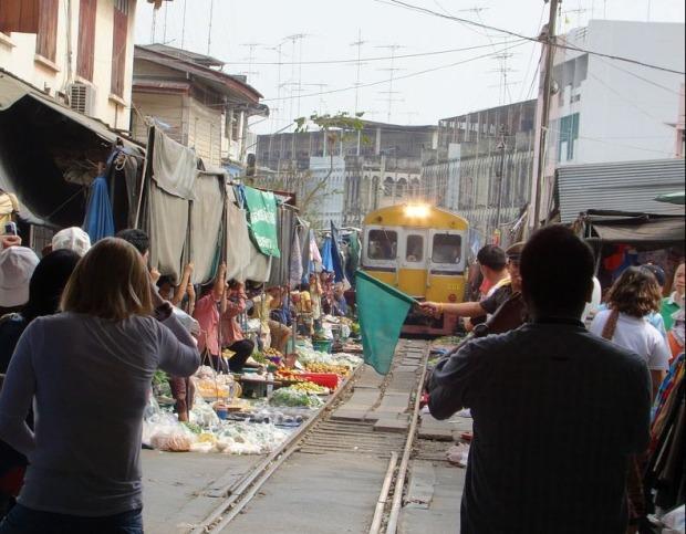 maeklong-railway-market-16[6]