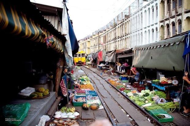 maeklong-railway-market-4[2]