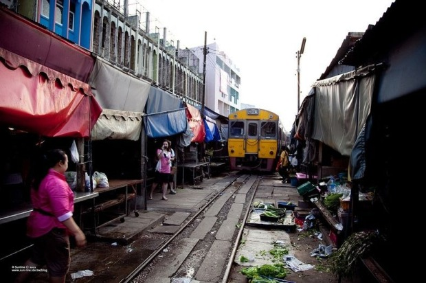 maeklong-railway-market-5[2]