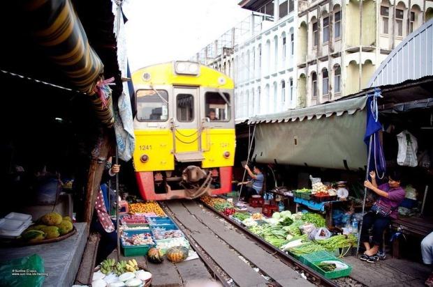 maeklong-railway-market-6[9]