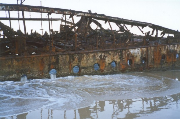 Australia-Queensland-Fraser-Island-Mahano-shipwreck-on-beach-water-flowing-through-portholes-rusting-corroded-metal-1-MB