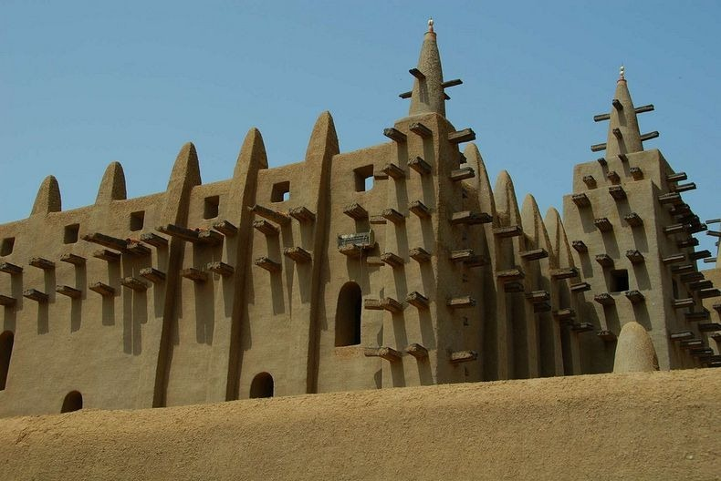 Great mosque of djenne in mali uncovering the world for Great pictures of the world