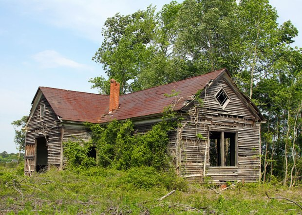 Abandoned-Schoolhouse-in-Smithfield-Virginia