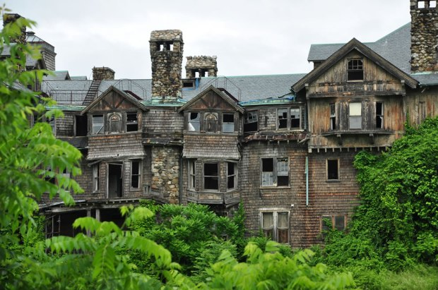 Crumbling-Bennett-College-for-women-in-Millbrook-NY