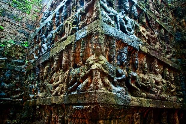 Detailed-reliefs-in-the-underworld