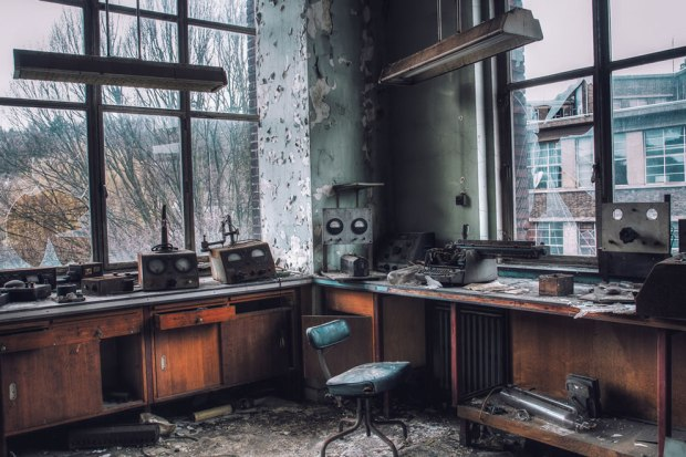 Forgotten-university-laboratory-in-Belgium