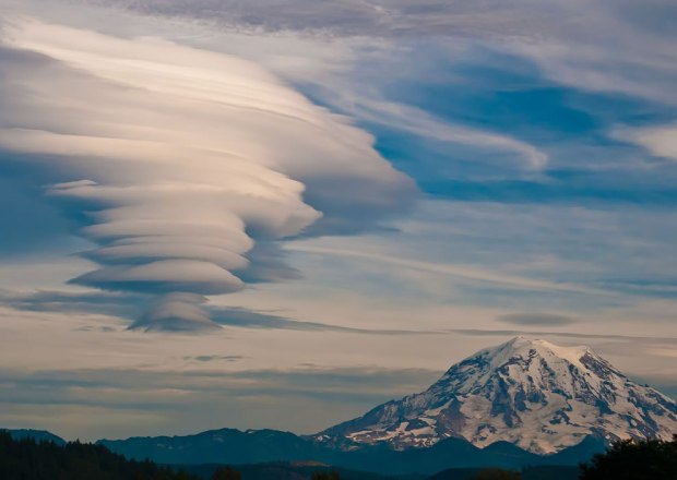 Lenticular-over-Mt-Rainer-Outdoor-Scenes