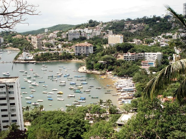 Manzanillo-beach-a-beach-in-the-tourist-area-of-Acapulco