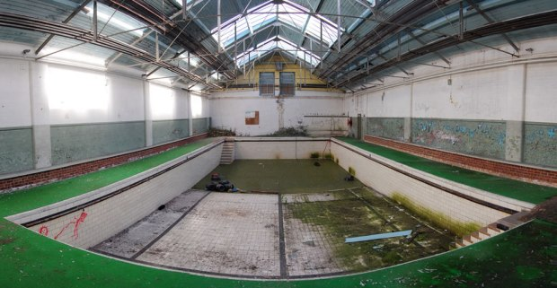 Mossy-swimming-pool-at-abandoned-Eastmoor-Reformatory