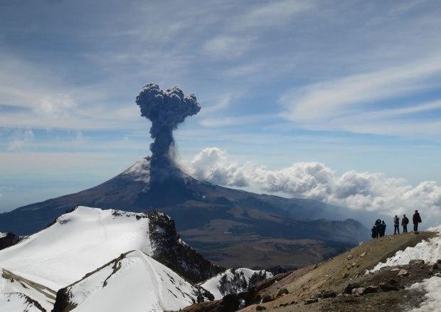 Popocatepetl-Volcano-Explosion-Spontaneous-Moment