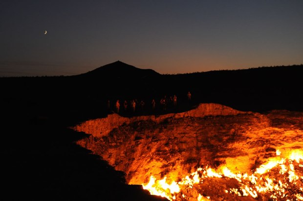 Standing-on-the-edge-of-the-Door-to-Hell-Darvasa-gas-crater-in-Turkmenistan