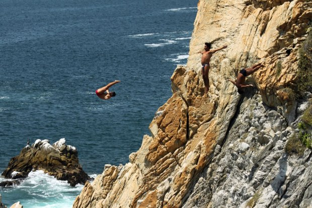Triple-jump-at-the-Acapulco-Cliff-Dive-Show
