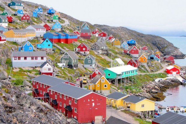 411365d1353810559-beautiful-greenland-colourful-20houses-20in-20green-20land.-20-282-29